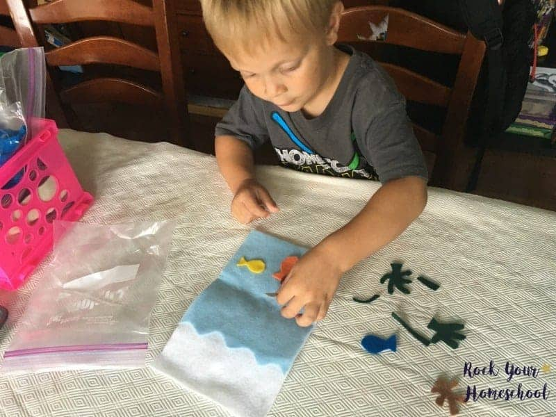 Check out these 11 quiet homeschool activities that little ones will love & will help save your sanity!