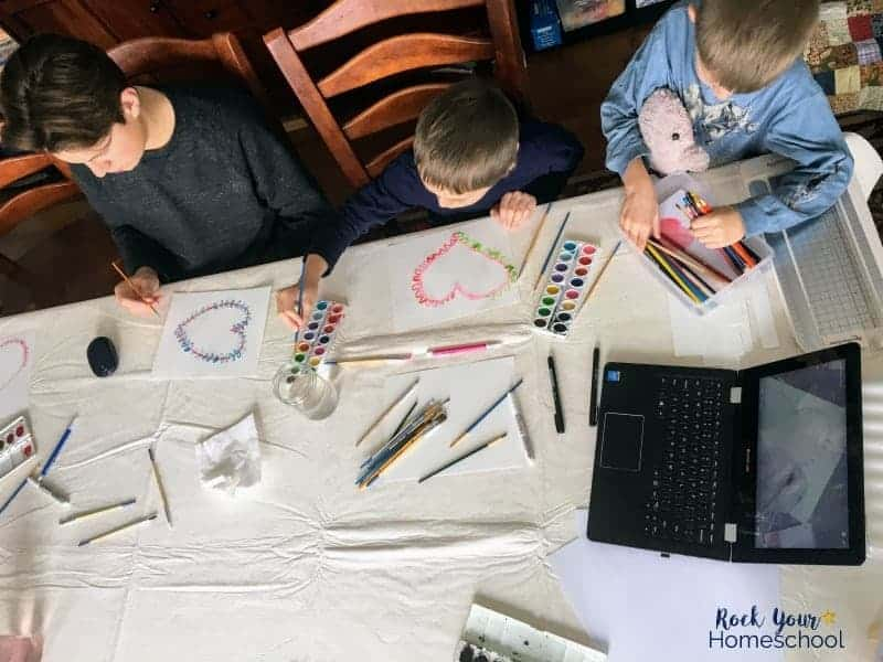 Your kids will enjoy these homeschool art classes that are fun & affordable.