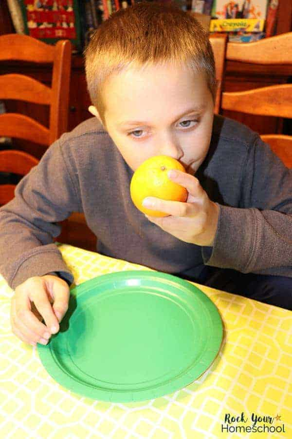 Enjoy an easy holiday activity with your kids as you practice keen observation skills. Make orange pomanders & experience with all 5 senses.