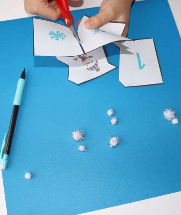 These snowflake counting puzzles are great ways to give your kids scissors practice. You'll find these printables in this pack of free Snowflake Activities.