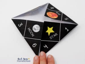 Your kids will love this solar system activity with a cootie catcher & planet fact cards.